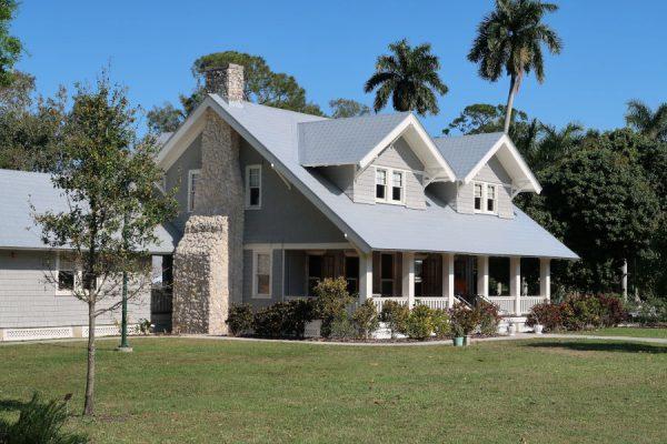Działka z domem czy grunt pod zabudowę - Na co się zdecydować